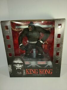 MCFARLANE TOYS KING KONG MOVIE MANIACS FIGURE DELUXE BOX SET chains stage shackl