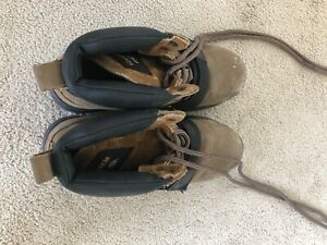 COUGAR PAWS. SIZE 9 Mens