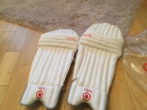 NEW with tags men's Hunts County club cricket batting pads. Super value.