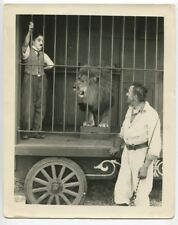 CHARLIE CHAPLIN Original 1928 Photo Lions Cage The Circus DOUBLE WEIGHT J444