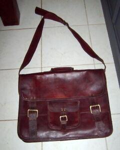 Cartable Vintage en cuir nombreuses poches porté à l'épaule couleur marrons