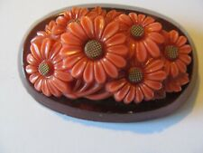 VINTAGE CORAL TONE w/DAISY FLORAL CELLULOID PLASTIC on a WOOD BASE BROOCH PIN