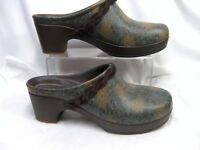 Crocs rubber Mules / Shoes Womens Size 10 Army green and brown floral #B