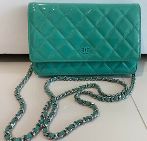 CHANEL CC PATENT LEATHER GREEN QUILTED CROSSBODY WOC BAG W AUTHENTICITY CARD