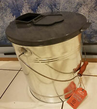 Traeger 20 lb. Pellet Bucket and Lid Combo for Smoker Grill BAC370 BAC430
