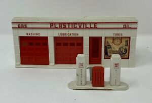 1950s Plasticville Gas Station with Pumps by Bachmann Brothers