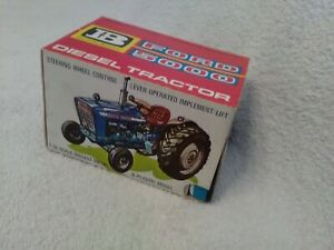 Britains Ford 5000 Diesel Tractor 9527,perfect condition, number off one side