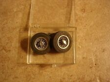 Set of 2 steering tires with axel for slot cars