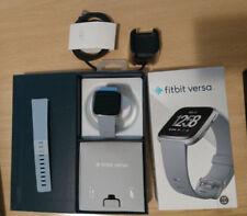 Fitbit Versa smartwatch totalmente nuevo, correa goma gris