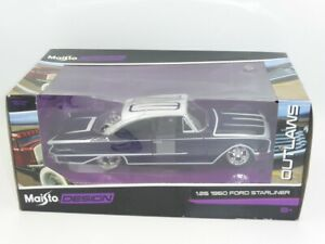 Maisto Design Outlaws 31038 – 1960 FORD STARLINER Scale 1:26