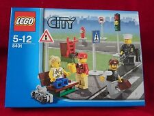 """Lego City 8401 """"4 MINIFIGURE COLLECTION"""" Police Road Signs Lights New Sealed Box"""