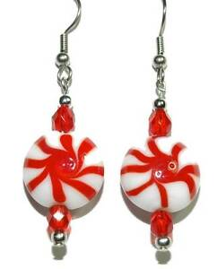 RED & WHITE GLASS PEPPERMINT CANDY CHRISTMAS DANGLE EARRINGS (H348)