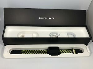 Apple Watch Series 2 (GPS) Space Gray Nike Sport 42mm w Black/Volt Band 4/10