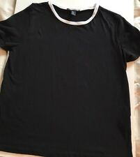 Forever 21 Black and White Cotton Tee Size Medium