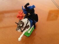 KK..Vintage Britains plastic knight on horseback. 1971..in excellen condition..