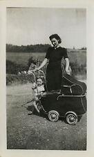 PHOTO ANCIENNE - VINTAGE SNAPSHOT - ENFANT LANDAU FILLE MODE DRÔLE-CHILD FASHION