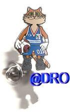 Pin + baloncesto + FIBA em 2005 + mascota #3 + nuevo