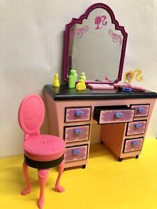 Barbie Fashion Möbel - Kosmetik Tisch - mit Zubehör