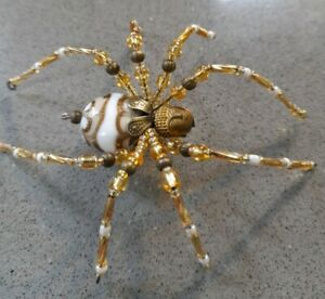 🕷🕷 HANDMADE BEADED SPIDER DECORATION/ORNAMENT.WHITE/GOLD .HANGING/STAND 🕷🕷