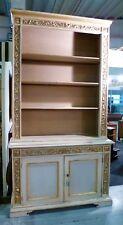 LIBRERIA LACCATA CON FREGI DORATI Lacquered and gilded bookcase
