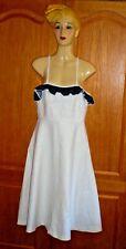 robe blanche décolletée  bord volant bleu à points blancs coton gaufre taille 42