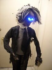 HALLOWEEN PROP 5 FT LIFESIZE ANIMATED STANDING ZOMBIE. NEW.