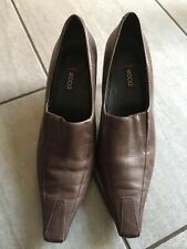 Ecco Ladies Brown Leather Heeled Slip On Shoes Size 41 / 7.5. Great Condition.