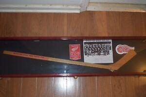 Detroit Red Wings 1959-60 Team Autographed Stick Gordie Howe Abel Terry Sawchuk