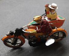 MOTO con SIDECAR e 2 PERSONAGGI GIOCATTOLO IN LATTA RIPRODUZIONE PAYA