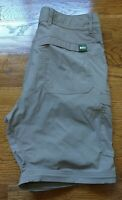 NWOT REI Co-op Mens Relaxed Hiking Cargo Shorts 32×10 Adjustable Waist Camp Tan