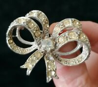Vintage Ribbon Bow Silver Tone Clear Rhinestone Crystal Collar Brooch Shawl Pin