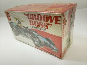 """AMT SUPER MODIFIED """"GROOVE BOSS"""" NEW IN BOX KIT 1/25 SCALE"""