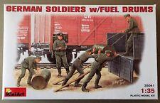 MINIART 35041 - GERMAN SOLDIERS w/FUEL DRUMS - 1/35 PLASTIC KIT NUOVO