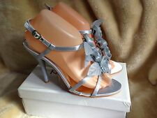 Ladies Size 6 Silver Sandals. Gorgeous For Summer.