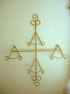 Sturdy Gold/Brass Wrought Iron Wall Rack for 4 Collectible Pictures or Plates