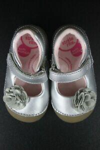 4.5 Medium Stride rite silver walkers Mary Jane Dressy Shoes W Flower