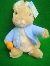 Peter Rabbit holding his soft plush Carrot by Gund 8 inches sitting store new