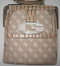 GUESS by Marciano Tamara Strass Logo Sac Cartable Baguettes Beige Messenger Bag