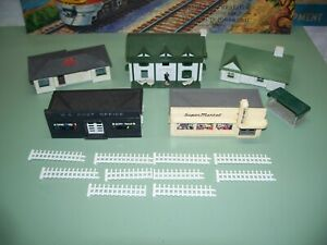 HO SCALE PLASTICVILLE BUILDING LOT SUPER MARKET POST OFFICE AND HOUSES