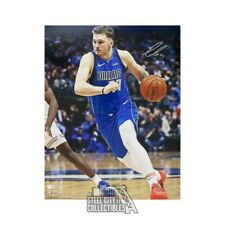 Luka Doncic Autographed Dallas Mavericks 16x20 Photo - Fanatics (Blue Jersey)