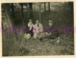 altes Foto Picknick im Wald 1933 , 9x11cm