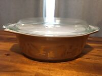 Vintage 1962-71 Pyrex Early American 043 1 1/2QT Casserole Dish, Nice!