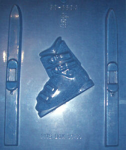 TWO SNOW SKIS AND A SKI BOOT SHAPES CHOCOLATE MOULD - EUC