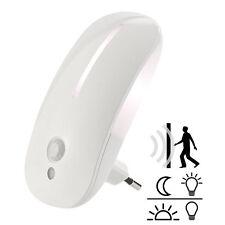 Lunartec LED-Steckdosen-Nachtlicht mit Bewegungsmelder & Dämmerungs-Sensor