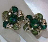 VINTAGE HONG KONG GOLD TONE METAL GREEN BEAD CLUSTER CLIP ON EARRINGS H749