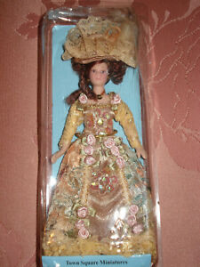 "TOWN SQUARE MINIATURES POSEABLE DOLLHOUSE VICTORIAN LADY SCALE 1""-1' NEW IN PACK"