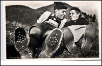 Bayern Grußkarte 1950 Stempel Garmisch Partenkirchen Paar auf der Wiese gelaufen