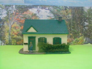 HO scale house Cape Cod detailed,painted,