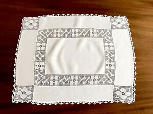 VINTAGE HAND CROCHET OFF WHITE LINEN TABLE CENTRE TROLLEY CLOTH 17X21 INCHES