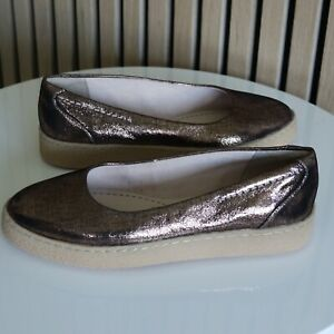 Immaculate CLARKS Ladies Bronze Metallic Pumps / Flats / Shoes UK 3.5 WORN ONCE